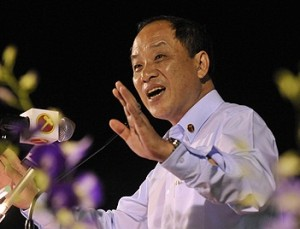 Low Thia Khiang should step down for a more aggressive opposition leader