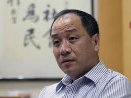 Low Thia Khiang survives leadership challenge as Worker's...