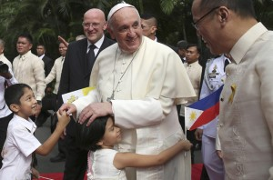 Pope urges Philippines to shun corruption