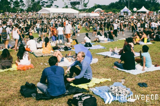 PM, b4 u scold us for littering at Laneway Festival, see this