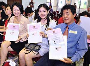 How do PRCs view Singaporeans?