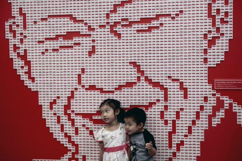 Articles on Lee Kuan Yew in social media
