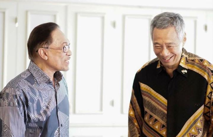 Anwar thanks Malaysian alternative news site while SG govt wants to stop 'fake news'
