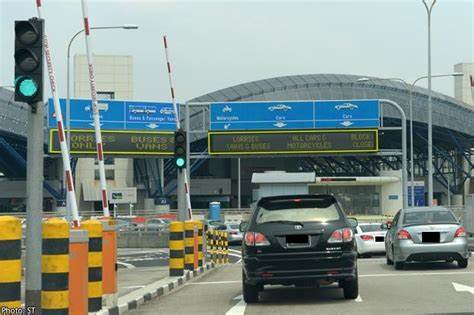 Lazy and Rude Certis Cisco Security Staff at Tuas Checkpoint (Incident at 27 Sep - 10.10pm)